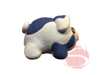 blue pig plush-right.png